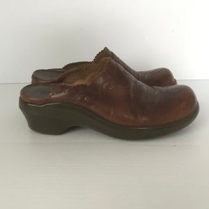 ARIAT Mule Comfort Clog Embroidered Brown Leather